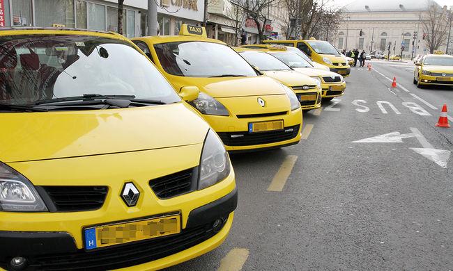 Megint tüntetnek a taxisok