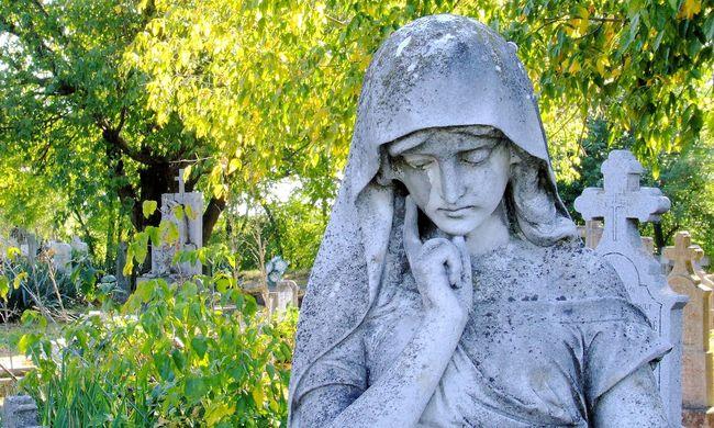 A temetőben a férje sírjánál erőszakolta meg a 76 éves asszonyt