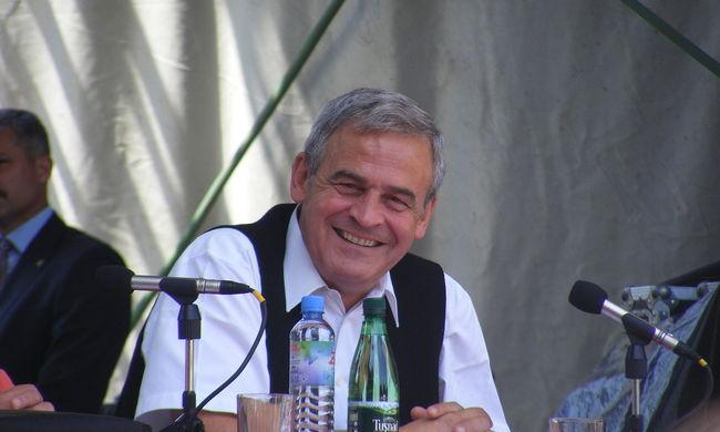 Román lap: Tőkés kitüntetését a megerősödő nacionalizmus miatt vonták vissza