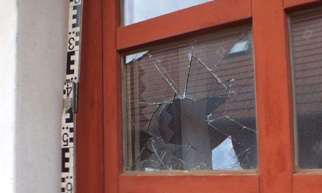 Betörte az ablakot és kirabolta a házat