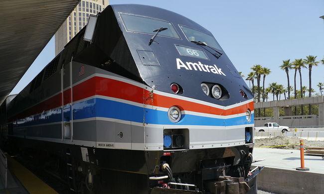 140 emberrel siklott ki egy vonat