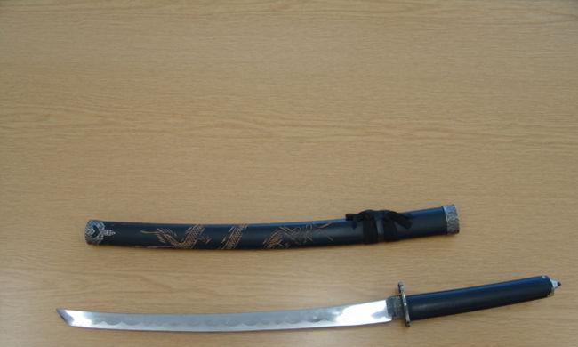 Részegen hadonászott a karddal, elvették tőle a rendőrök