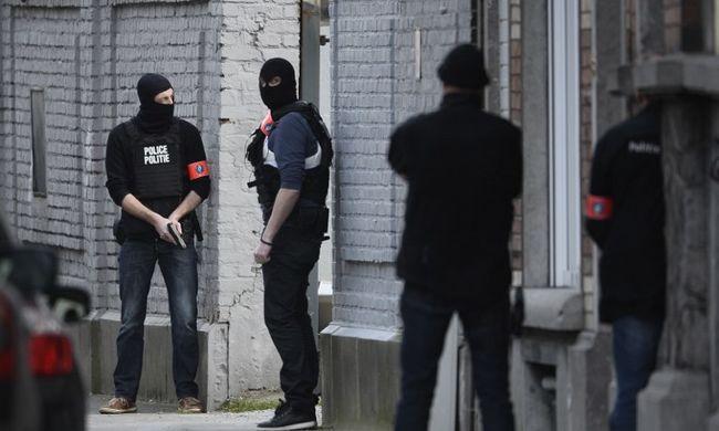 Belga miniszterelnök: négy rendőr sérült meg, két támadót keresnek