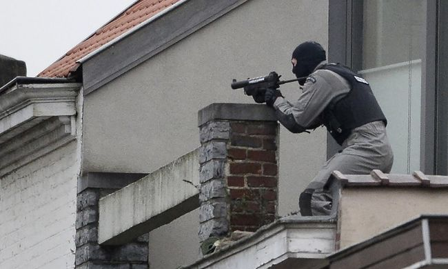 Elfogtak két rendőrökre lövő fegyverest Brüsszelben