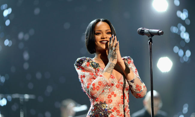Rihanna is jön a Szigetre