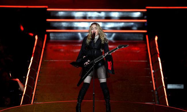 Madonna két és fél órát késett a koncertről, majd be is szólt a közönségnek