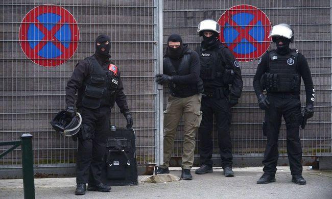 A párizsi merénylőn kívül négy embert fogtak el a belga hatóságok