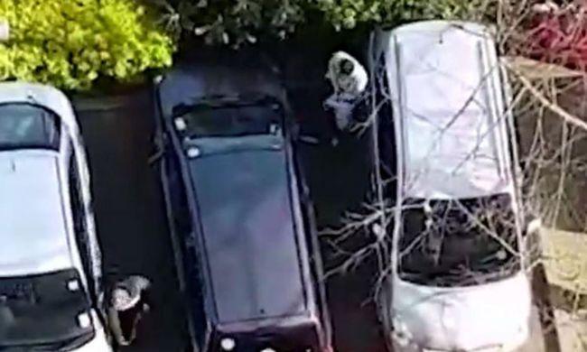 Fegyverrel üldözte a parkolóban a tinédzsereket - videó
