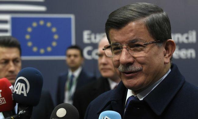 Lemondott a török miniszterelnök
