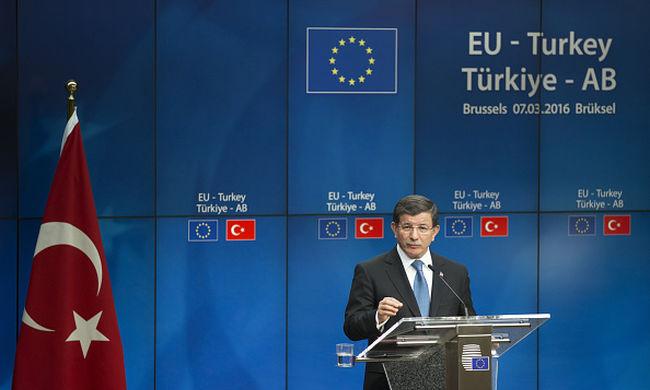 Török kormányfő: nem alku kérdése a menekültválság megoldása