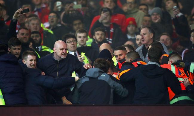 Verekedés és ízléstelen szurkolás volt a Manchester United-Liverpool meccsen