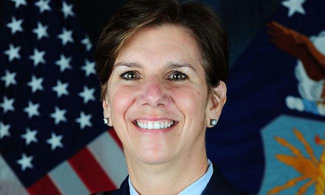 Először vezetheti nő a harci főparancsnokságot Amerikában