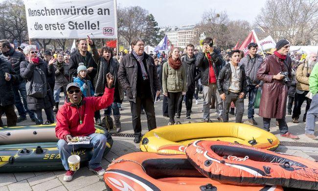 A migránsok mellett tüntettek Bécsben