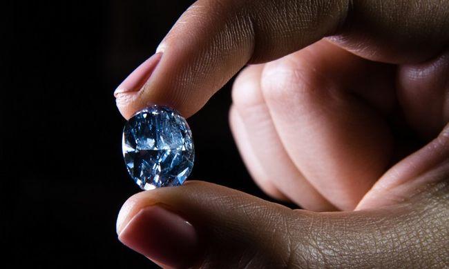 Kék gyémántokat árvereznek el