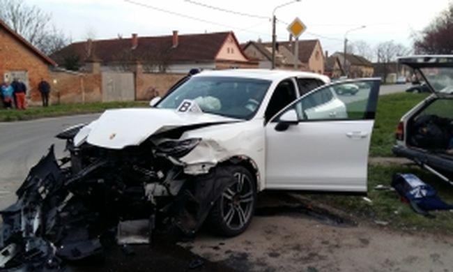 Meghalt a kereszteződésben karambolozó kocsi sofőrje