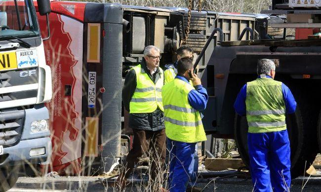 Kritikus állapotban a sofőr a spanyolországi buszbaleset után