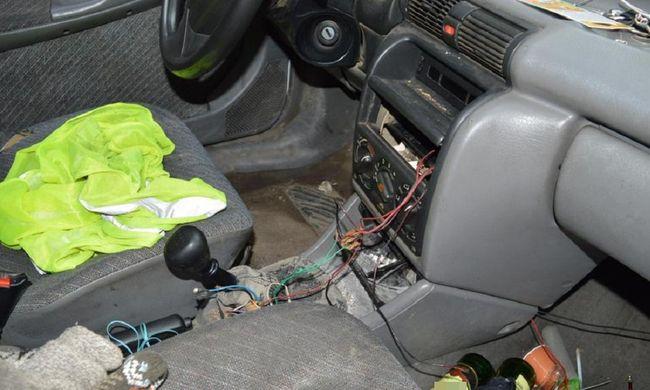 Az udvaron törte fel a kocsit, majd ellopott két biciklit