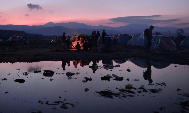 Visszafordítják a csempészhajókat, kevesebb migráns érkezhet