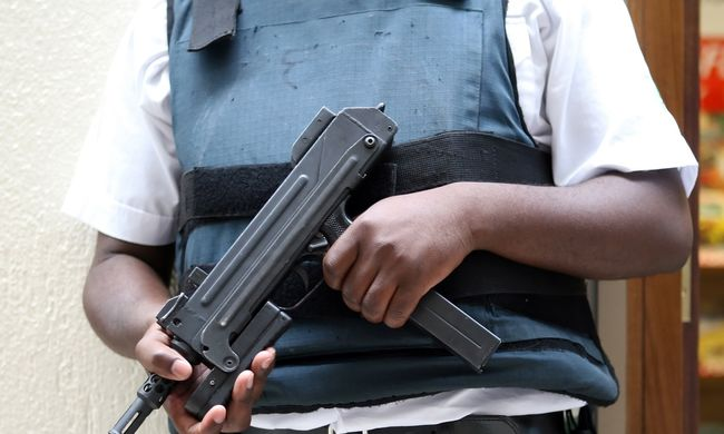 Maszkos kisfiú ijesztette meg a biztonsági őrt, lelőtte