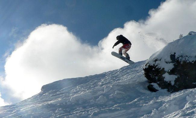 Így snowboardozik a magyar fiatal, ha nincs hegy a közelben - videó