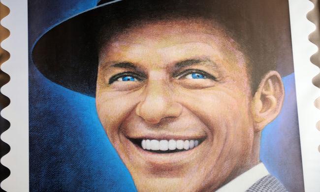 Rengeteg ismert ember, köztük Chaplin és Sinatra személyes tárgyait árverezik el