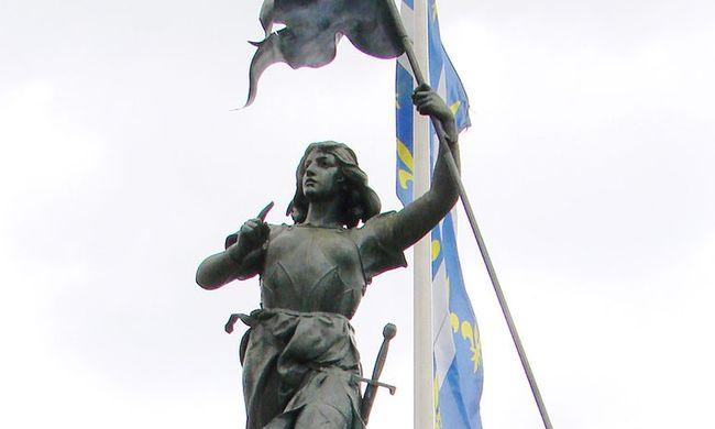 Több ezren gyűltek össze Jeanne d'Arc gyűrűjének bemutatására