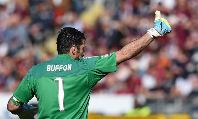 Buffon 38 évesen döntött meg egy régi rekordot