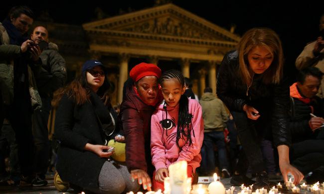 Több száz gyertyát gyújtottak a terrortámadás áldozatainak emlékére