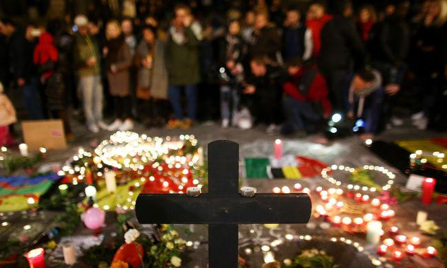 Brüsszelben egyperces csenddel emlékeznek a robbantások áldozataira