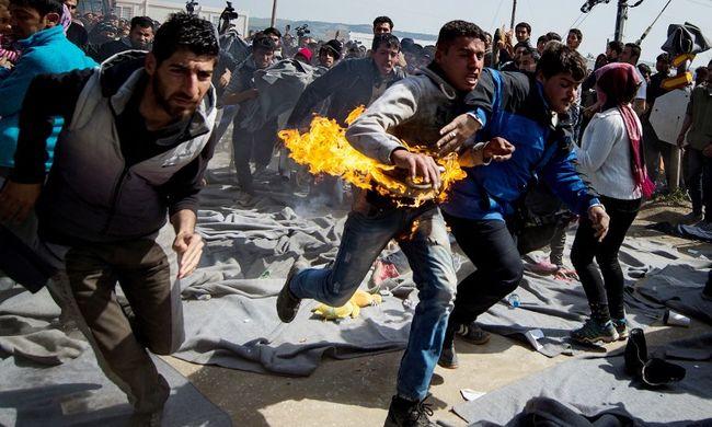 Felgyújtotta magát két migráns a görög-macedón határon