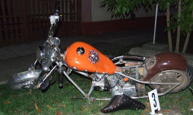 Részegen motorozott, villanyoszlopnak ütközött