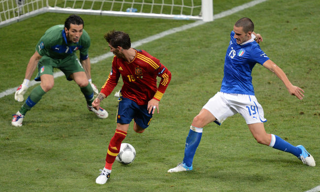 Barátságos focimeccsek: az olasz-spanyol a nap slágere