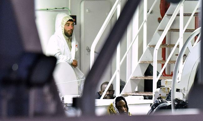 A hajóskapitány, aki miatt meghalt 800 ember, azt állítja, ő csupán utas volt