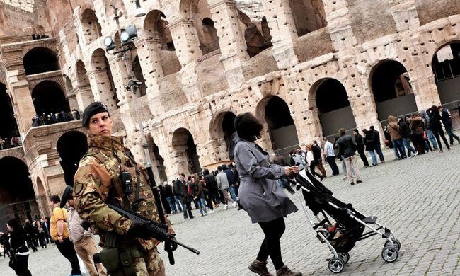 Páncélozott járművek és katonák lepték el Rómát