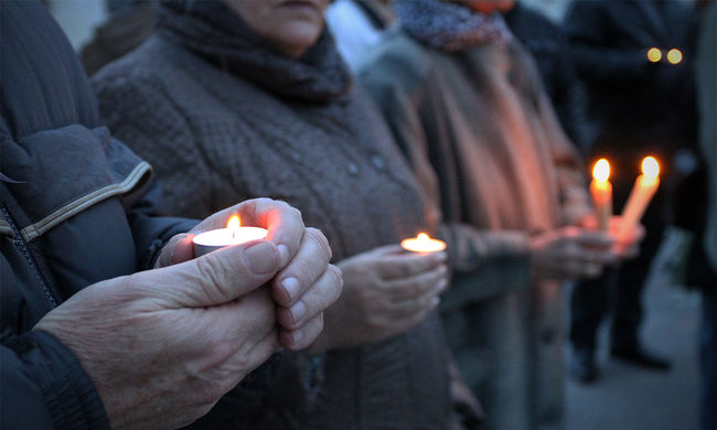 32 embert gyilkoltak meg - titokban, álnéven temették el a merénylőket