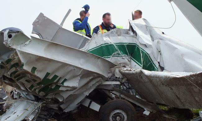 Nagy sebességgel, orral csapódott földnek a lezuhant repülőgép