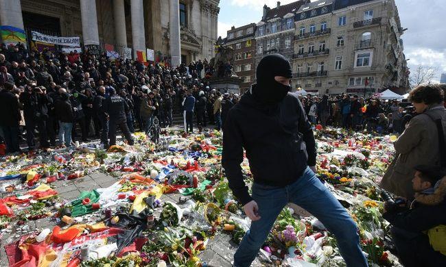 Brüsszeli robbantások: szélsőjobboldaliak zavarták meg a békés megemlékezést