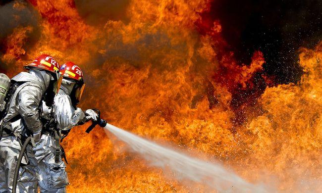 Felgyújtották egy oroszbarát tévé épületét