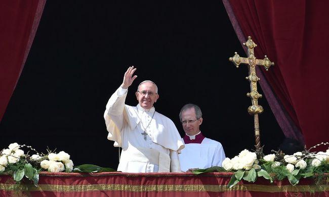 A háború és a szegénység elől menekülők megsegítését kérte a pápa