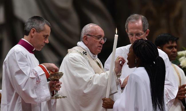 Ferenc pápa a terrortámadások után: nem hagyhatjuk, hogy a sötétség irányítson