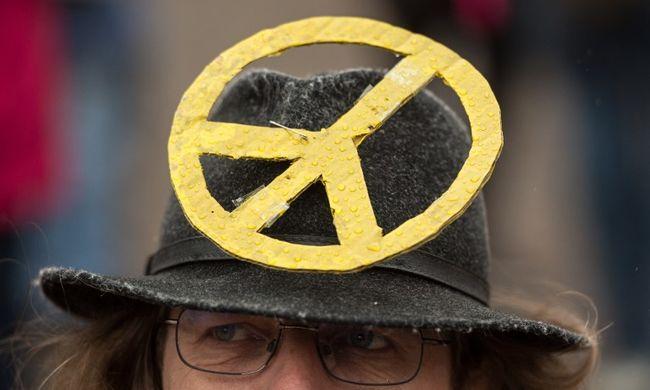 Száz béketüntetés volt a húsvéti hétvégén Németországban