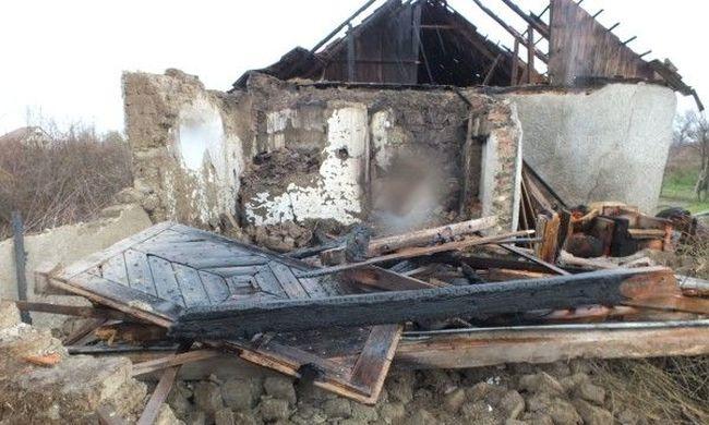 Gazt égetett, kigyulladt a szomszéd háza