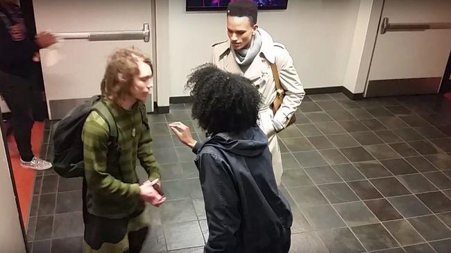 Raszta haja miatt támadt a fehérbőrű fiúra az afroamerikai lány - videó