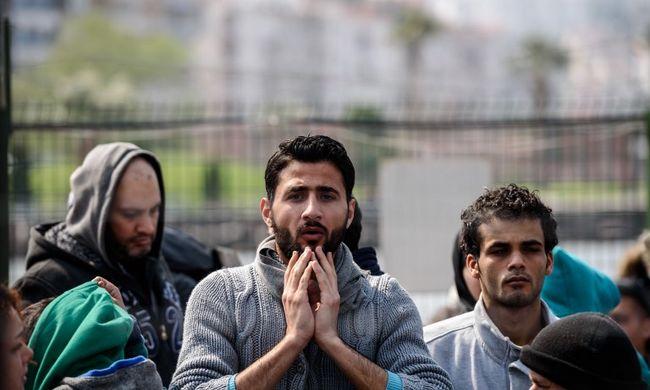 Mentőautóval is csempésztek migránsokat