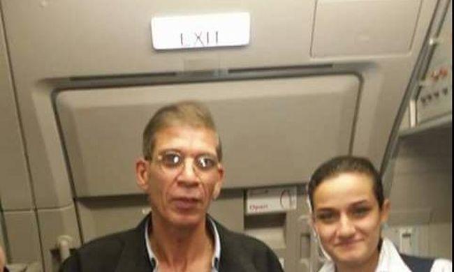 A gépeltérítő újabb szelfije: most egy stewardess a fotón