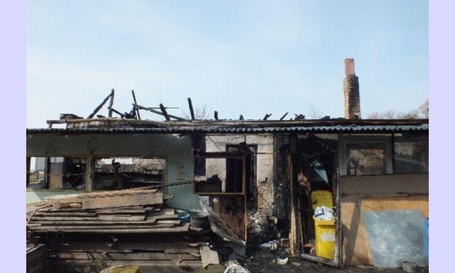 Anyjával együtt gyújtotta fel a férfi házát a fiú