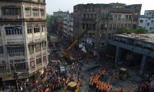 Leszakadt a felüljáró: eddig 23 halottat találtak