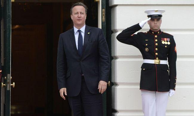 Offshore-botrány: Cameron közzétette adóbevallásait, ennyit keres a kormányfő