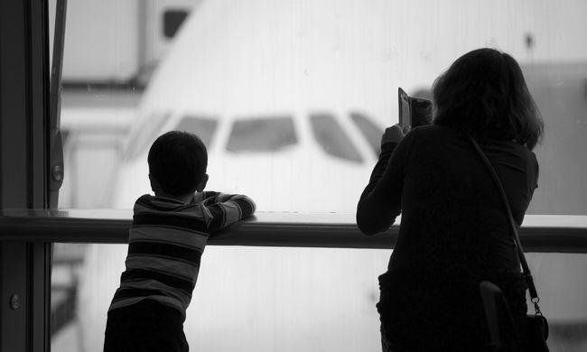 Több mint tíz napja tartanak fogva egy nyolcéves kisfiút a párizsi repülőtéren