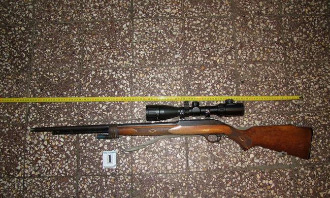 Rengeteg fegyvert tartott a házában engedély nélkül